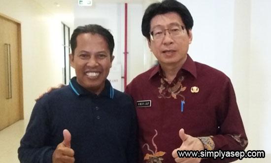 SWAFOTO : Di sela Temu Blogger Kesehatan 2017 ini Penulis berkesempatn berfoto bersama  Kepala Dinas Kesehatan Provinsi Kalimantan Barat, Andi Jap.  Foto Istimewa