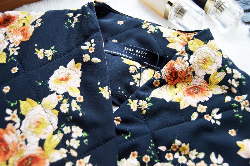 Kwiatowy pikowany płaszcz zara
