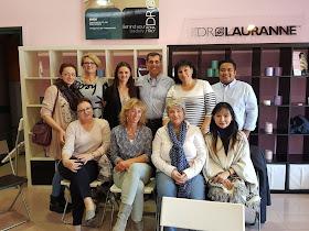 Fahmi Idris bergambar bersama kakitangan dan pengarah urusan Dr Lauranne di Itali