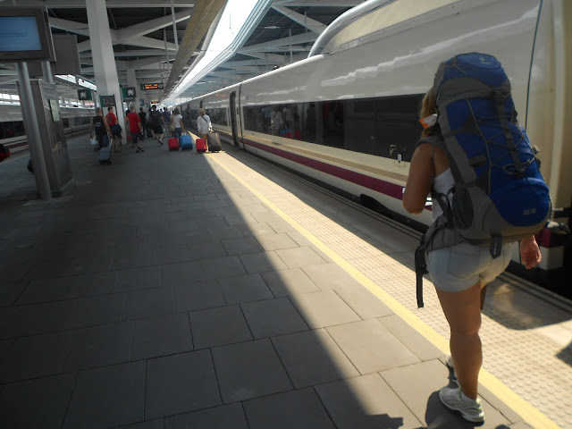 Resultado de imagem para juntando mochilas trem