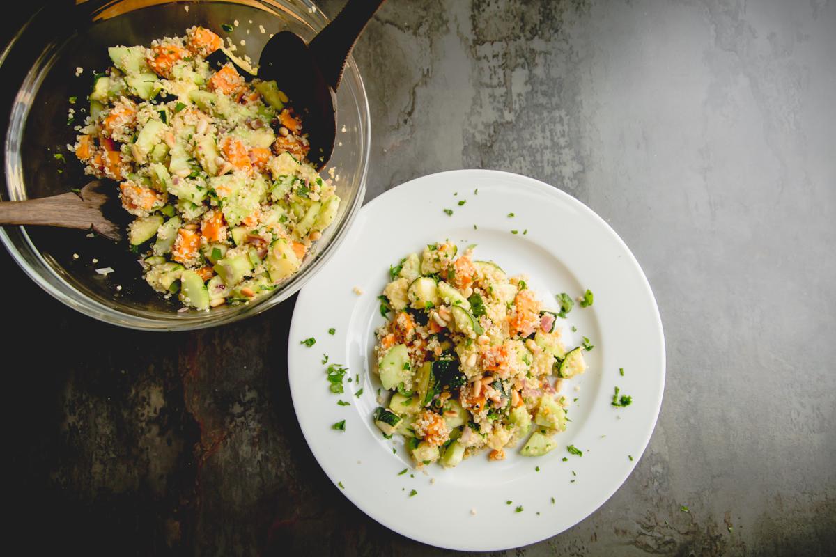 was schickes lauwarmer quinoa salat mit gebackener s sskartoffel und koriandersamen rezept. Black Bedroom Furniture Sets. Home Design Ideas