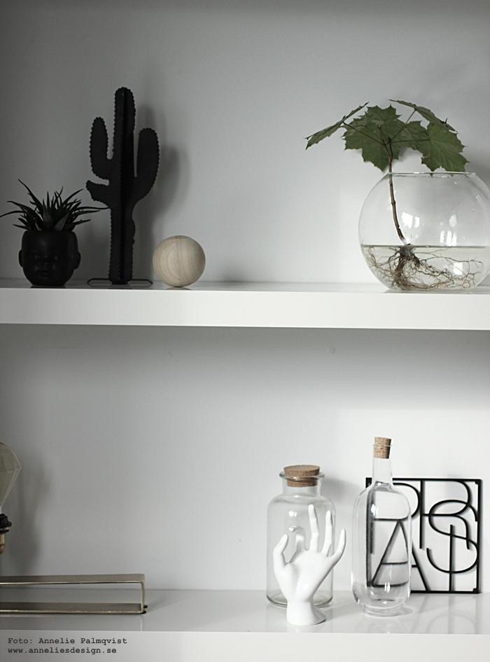 city trivet, underlägg, grytunderlägg, paris, annelies design, webbutik, webbutiker, webshop, nätbutik, nätbutiker, hylla, vitt, svart och vitt, svartvit, svartvita, svartvit inredning, lampa, bordslampa, mässing, kaktus, ansikte kruka, 3D kaktus, kaktusar, metall,