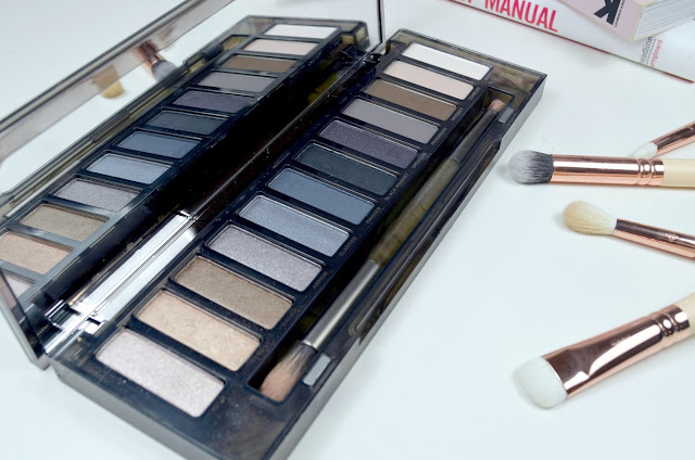 Naked smokey - Palette - eyeshadow - urban decay - swatches - review - matte - shimmer - satin - smokey eye - make up