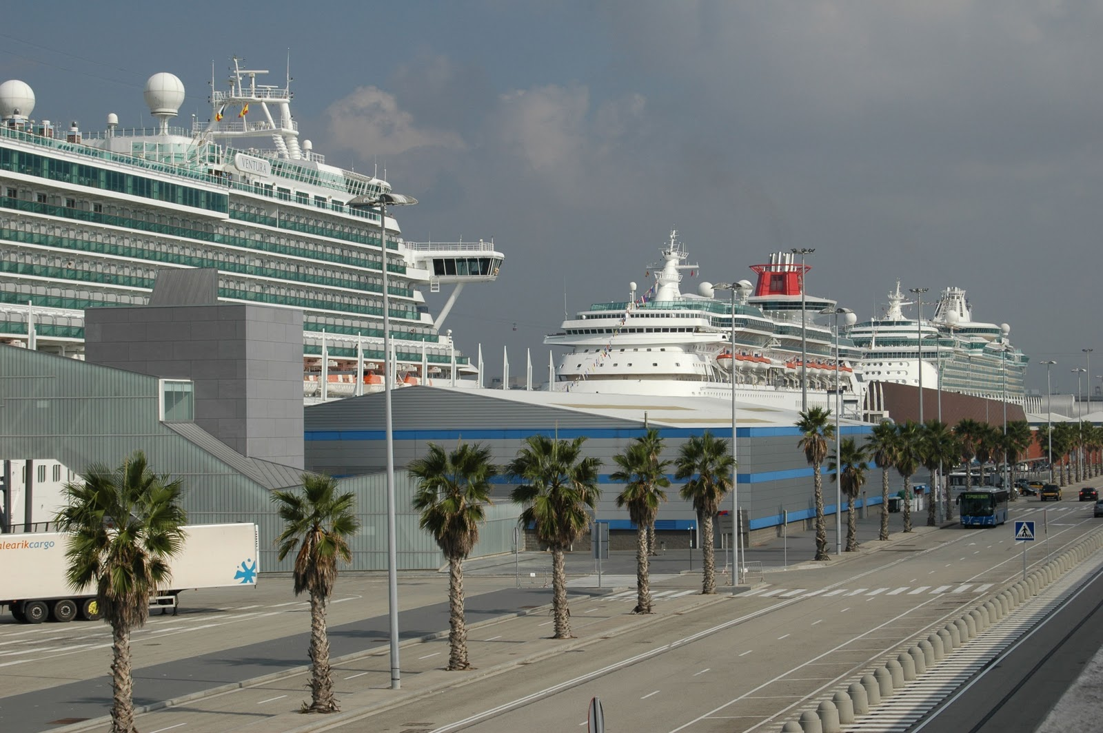 Where do cruiselines (NCL and Celebrity) dock in Barcelona ...