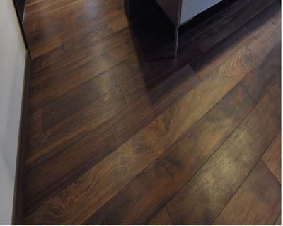 Sàn gỗ tự nhiên chiu liu rẻ hơn sàn gỗ óc chó