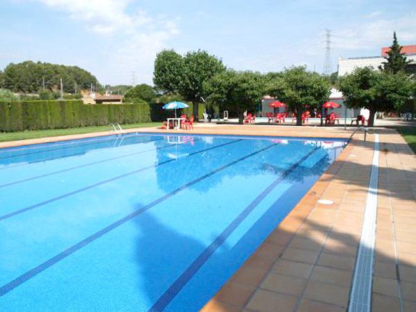 La piscina de vimbod i poblet congela els preus i amplia for Piscina quart de poblet