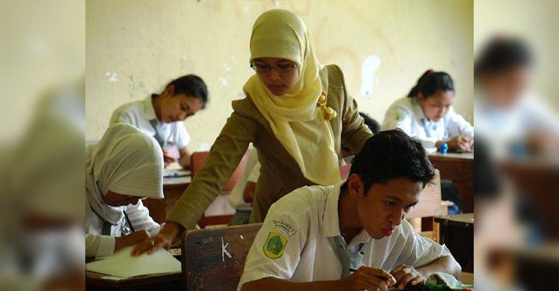 Tutupi Kekurangan, Dewan di Riau Sarankan Disdik Angkat Guru Honorer Jadi PNS