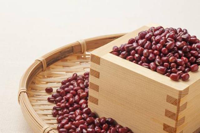 Đậu đỏ cũng được sử dụng làm thuốc mờ sẹo