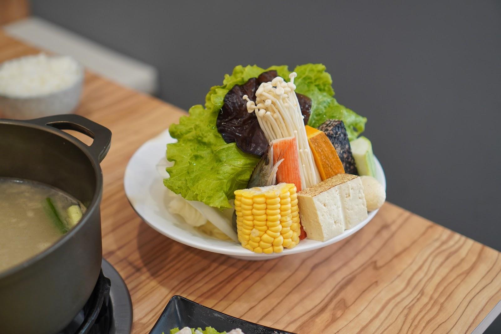 台南中西區美食【小蔡什鍋】餐點介紹 菜盤