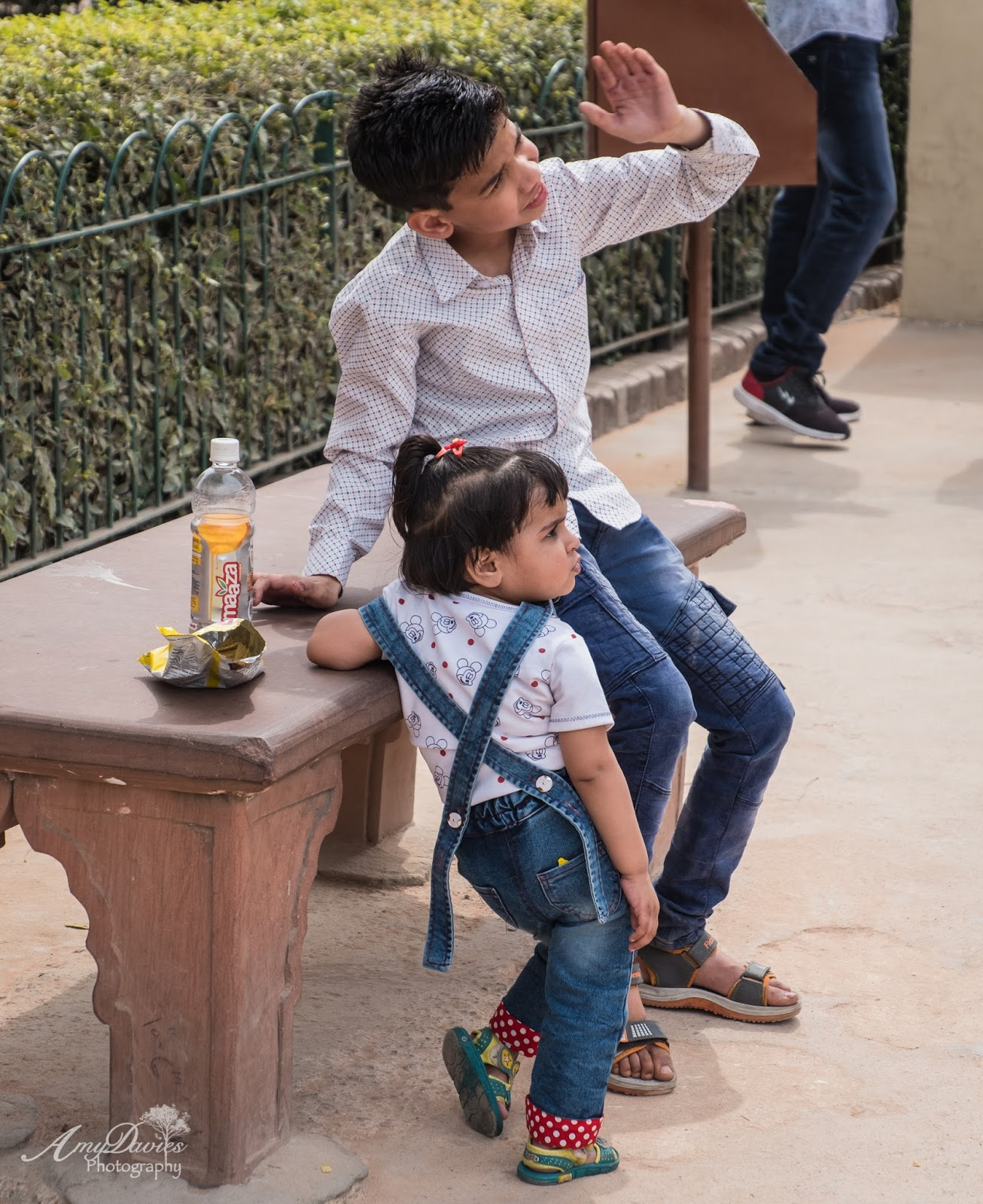 Capture My World  Brother And Sister At The Qutub Minar -8682
