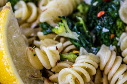 20 Minute Lemon Broccoli Pasta Skillet