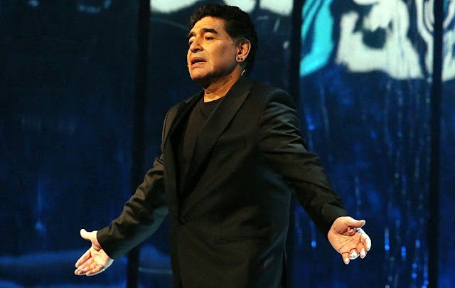"""Maradona fue designado hoy en Zúrich como """"capitán del equipo de las Leyendas de la FIFA"""""""