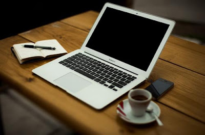 laptop, malas menulis artikel