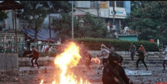 Asrama Brimob Petamburan Dibakar, Massa Kabur ke Pemukiman