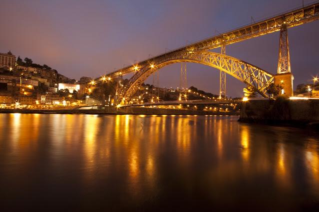 Porto di notte vista da Vila Nova de Gaia