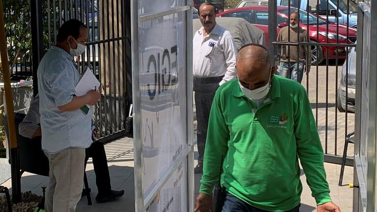 مصر-تعلن-عن-تجربة-جديدة-لعلاج-فيروس-كورونا