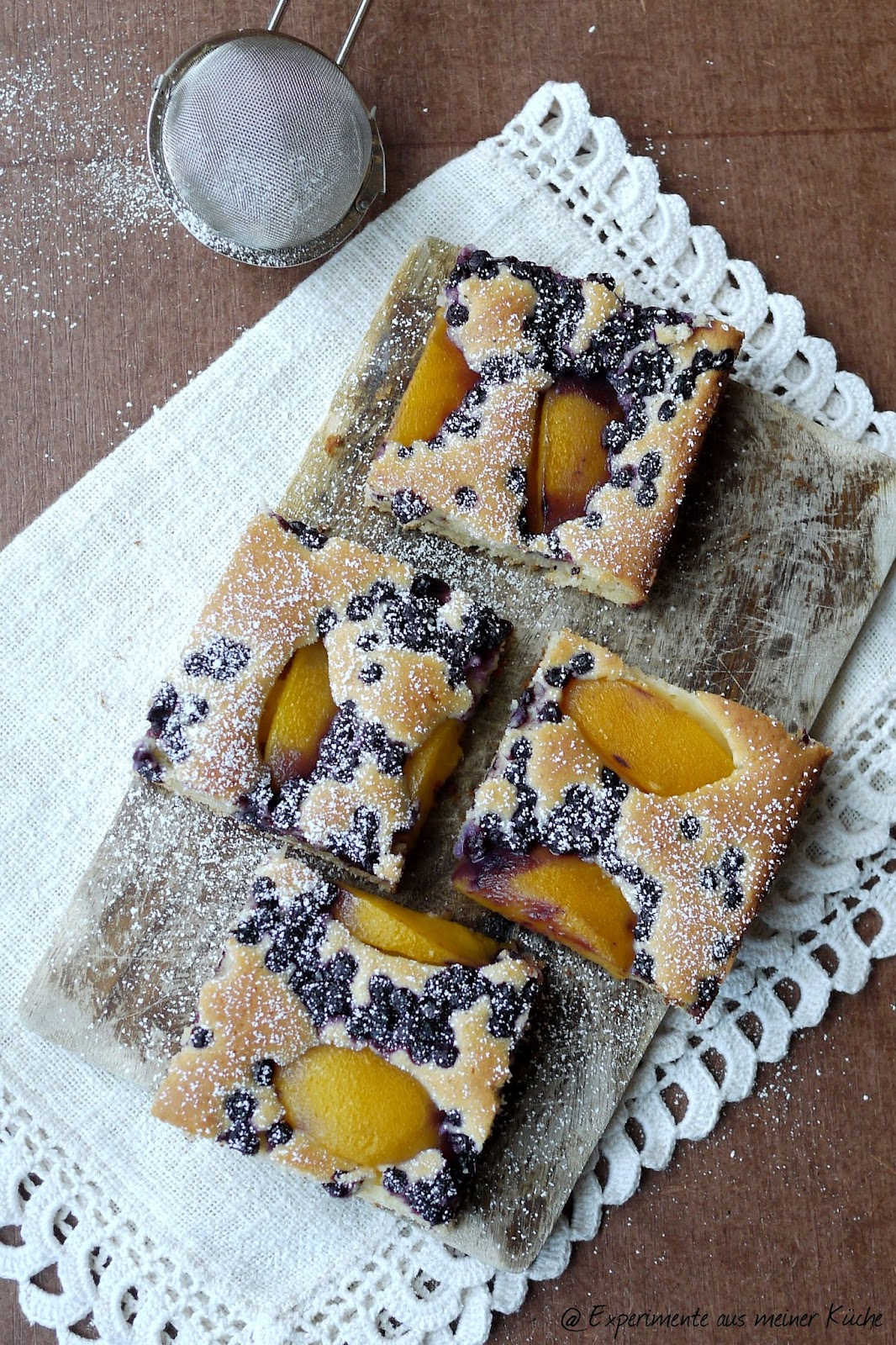 Experimente aus meiner Küche: Buttermilch-Joghurt-Kuchen mit Pfirsich und Heidelbeeren