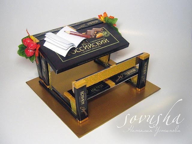 Мастер-классы конфетных композиций, конфетные букеты, подарки школьные, подарки на 1 сентября, подарки для детей, подарки для школьников, подарки на день знаний, шоколадные подарки, шоколадные букеты, мастер-классы, День знаний, 1 сентября, угощение, еда, конфетные композиции, из конфет, из шоколада, оформление конфет, оформление подарков, школьное, про конфеты, школа, конфеты для первоклассников, первый звонок, последний звонок, подарки учителям, День учителя, подарки на День учителя,http://prazdnichnymir.ru/ Конфетные композиции к школьным праздникам своими руками Дарим шоколадки!, Советы, рекомендации, оригинальная упаковка своими руками, Конфетная первоклассница + МК, Конфетные карандаши (МК), Конфетный букет с розами из осенних листьев (МК), Конфетный ноутбук (МК), Конфеты с пожеланиями — идея для любого праздника, Парта из шоколадок — школьный сладкий подарок (МК), Ручка и карандаш из конфет (МК), Спортивные снаряды из конфет — оригинальные идеи, Школьная конфетная парта, Школьный колокольчик из конфет, как сделать конфетную композицию на Днь учителя своими руками, как сделать конфетную композицию на 1 сентября своими руками, как сделать конфетную композицию на последний звонок своими руками, как сделать конфетную композицию парта своими руками, как сделать конфетную композициюна школьный праздник, как сделать конфетную композицию на школьную тему своими руками фото пошагово, что подарить на День учителя, что подарить на 1 сентября, Конфетные композиции к школьным праздникам своими руками, как сделать конфетную композицию для первоклассника своими руками, как сделать конфетную композицию для учителя своими руками, конфетные букеты, подарки школьные, подарки на 1 сентября, подарки для детей, подарки для школьников, подарки на день знаний, шоколадные подарки, шоколадные букеты, мастер-классы, День знаний, 1 сентября, угощение, еда, конфетные композиции, из конфет, из шоколада, оформление конфет, оформление подарков, школьное, про конфеты, школа, конфеты для перв