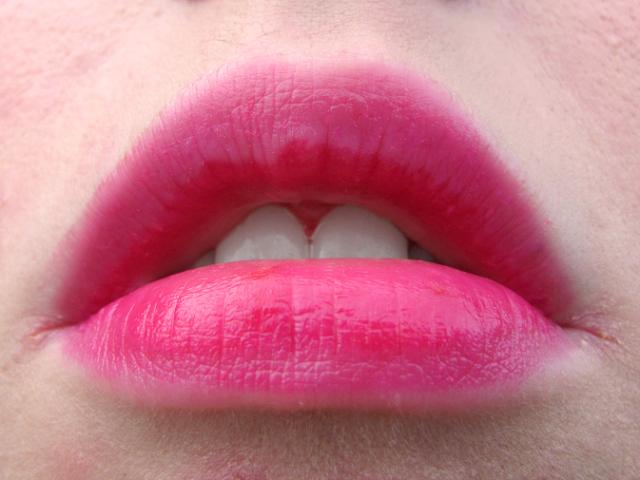 revlon-just-bitten-kissable-balm-stain-sweetheart-lip-swatch