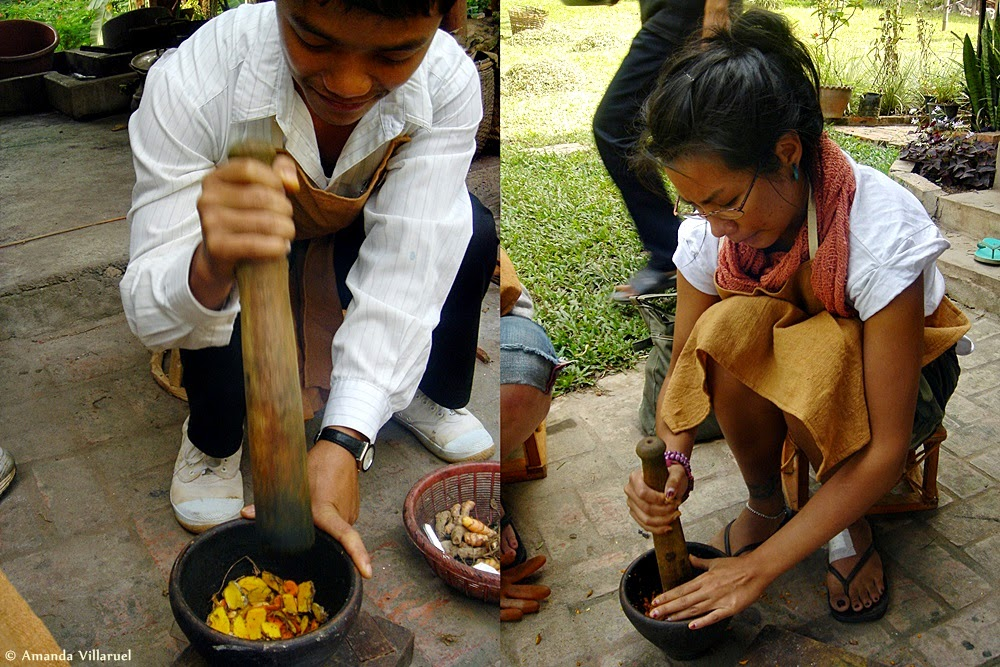 Bashing and grinding tamarind before dyeing silk