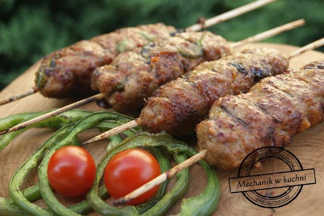 A'la tureckie kofty z wieprzowiny mechanik Turecka grillowana kofta z baraniny jagnięciny wołowa mięso na grillu bbq grill salad recipe joke funy grill śmieszne grillowane