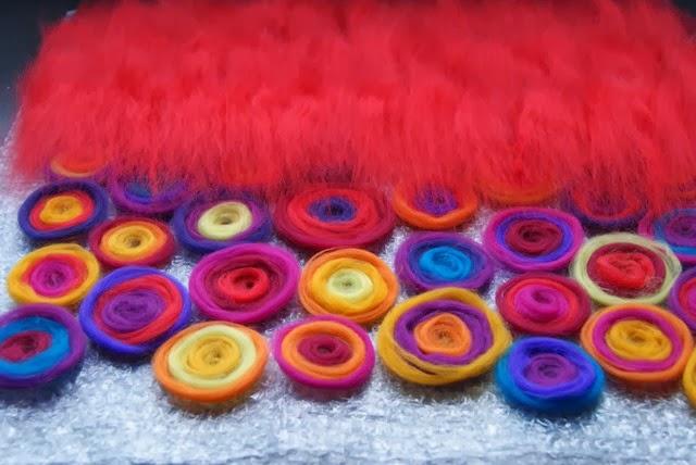 DIY Kissen nass filzen Wolle auslegen