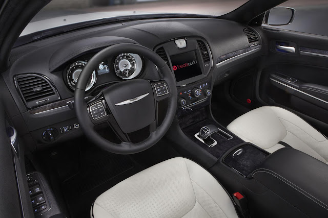 2013 Chrysler 300 Motown Edition Dashboard Design