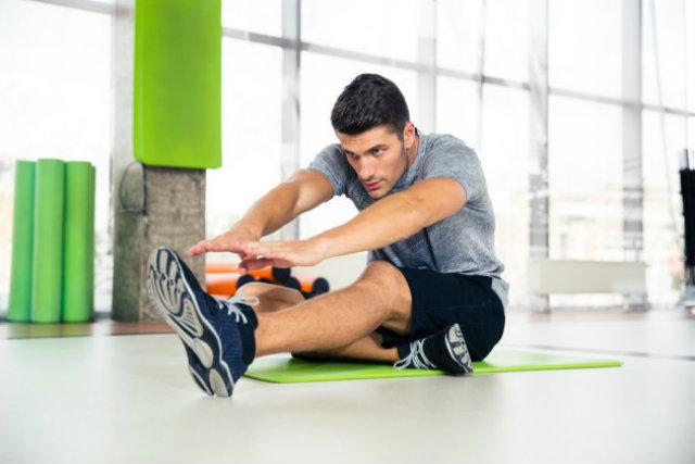 """Có nên """"giãn cơ"""" trước khi tập gym hay không ?"""
