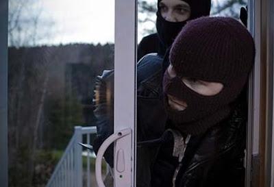 Συνελήφθησαν δύο ημεδαποί για κλοπή από σπίτι