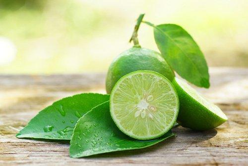 6 Ingrédients naturels pour atténuer les taches sur le visage