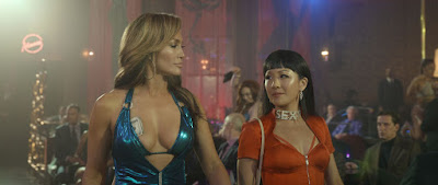 Jennifer Lopez e Constance Wu estrelam