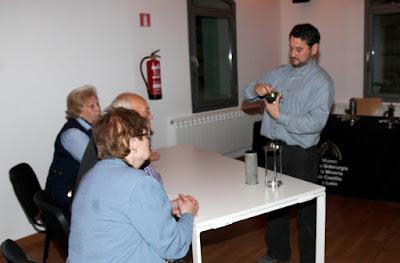 Fernando Cuevas en la charla sobre lámparas de seguridad en el MSM (Sabero, 2015)