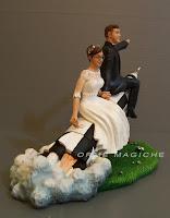 statuette idea regalo anniversario sposini su razzo sposi divertenti orme magiche