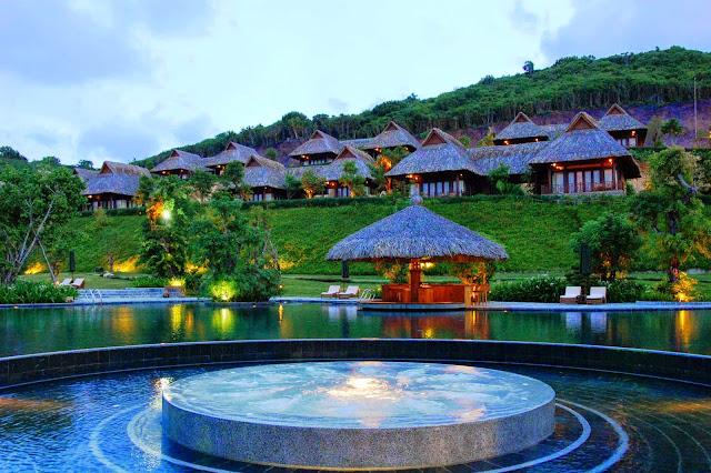 Thiết kế kiến trúc bất động sản nghỉ dưỡng đẹp là sự hòa hợp giữa cảnh vật thiên nhiên và trang thiết bị hiện đại.