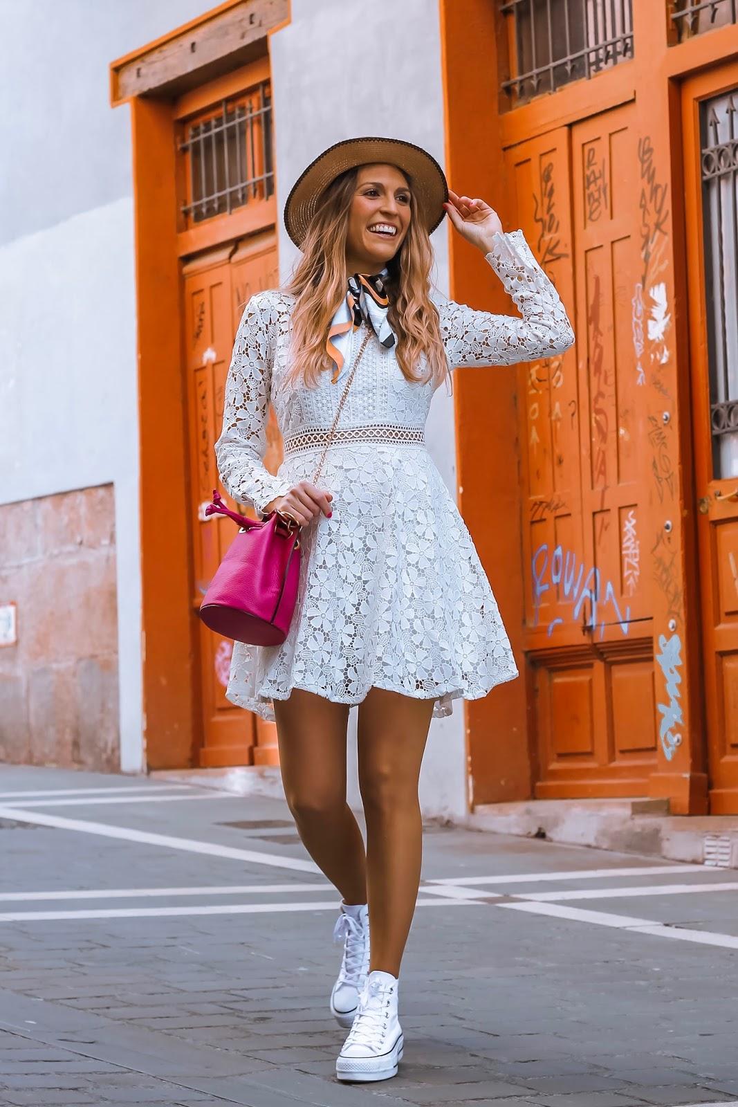 llevar vestido blanco en clave casual