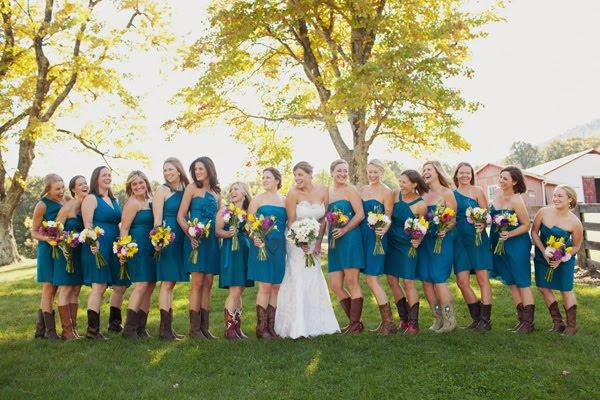 ideias de noiva e madrinhas usando botas