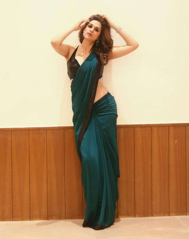 Beautiful Indian Girl Shraddha Das In Sleeveless Green saree
