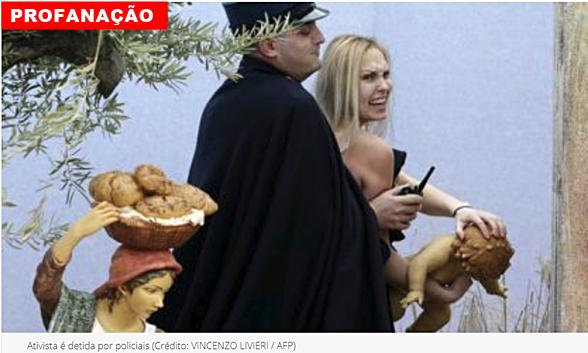 """Ativista com seios de fora tenta arrancar estátua de Jesus de berço no Vaticano e gritando que """"Deus é mulher!"""""""