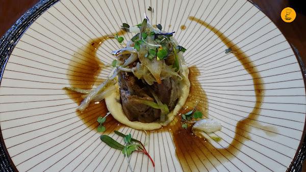 Paletilla de cordero con endivias y hummus en la Trasiega Getafe