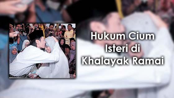 Hukum Cium Isteri di Khalayak Ramai