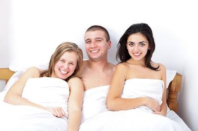 Parah! Pria Ini Jual Pacar Sendiri untuk Diajak Threesome