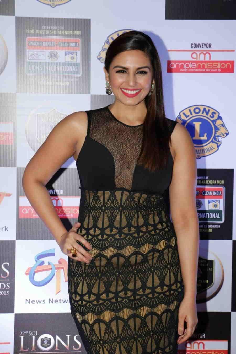 Mumbai Hot Girl Huma Qureshi In Green Dress At Lions Gold Awards