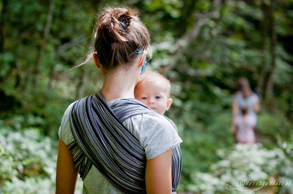 chustowanie, wycieczka z chustą, rodzicielstwo bliskości