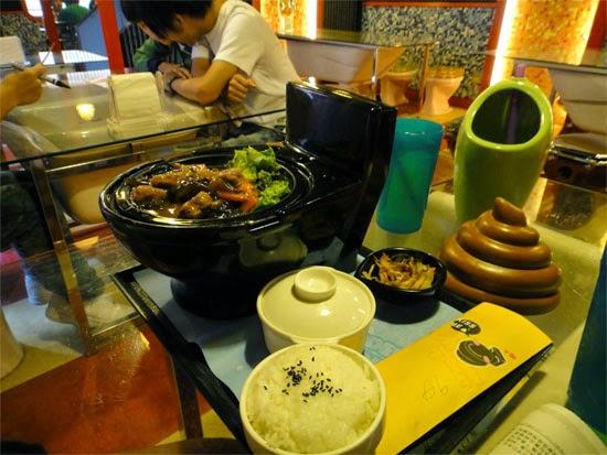 Toilet Restaurant - Restaurante banheiro - comida estranha