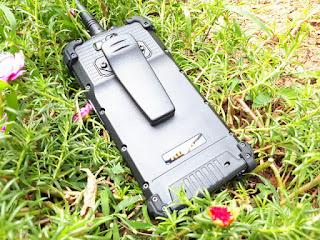 Hape Outdoor Runbo M1 Walkie Talkie DMR UHF New Android 4G LTE IP67 Certified Baterai 5300mAh