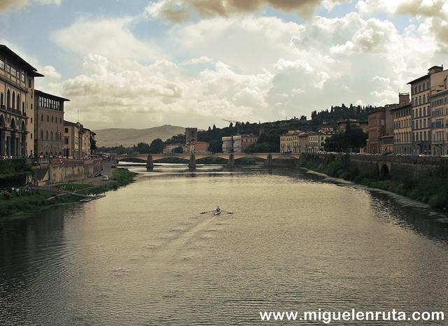 Río-Arno-Florencia-Italia