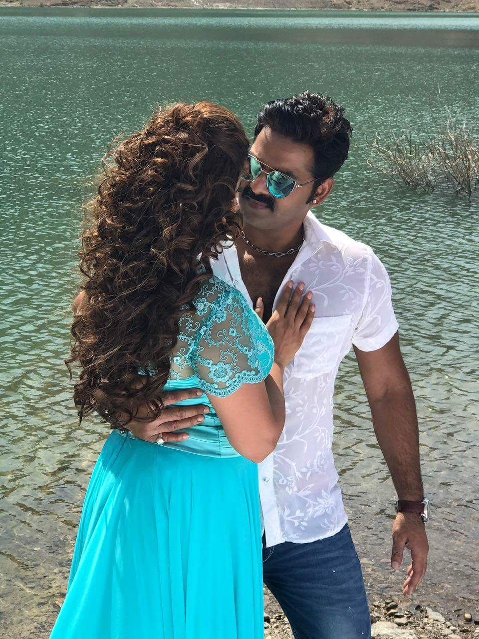 Madhu Sharma and Pawan Singh Challenge Bhojpuri Movie Shooting stills, Challenge Bhandar Bhojpuri Movie