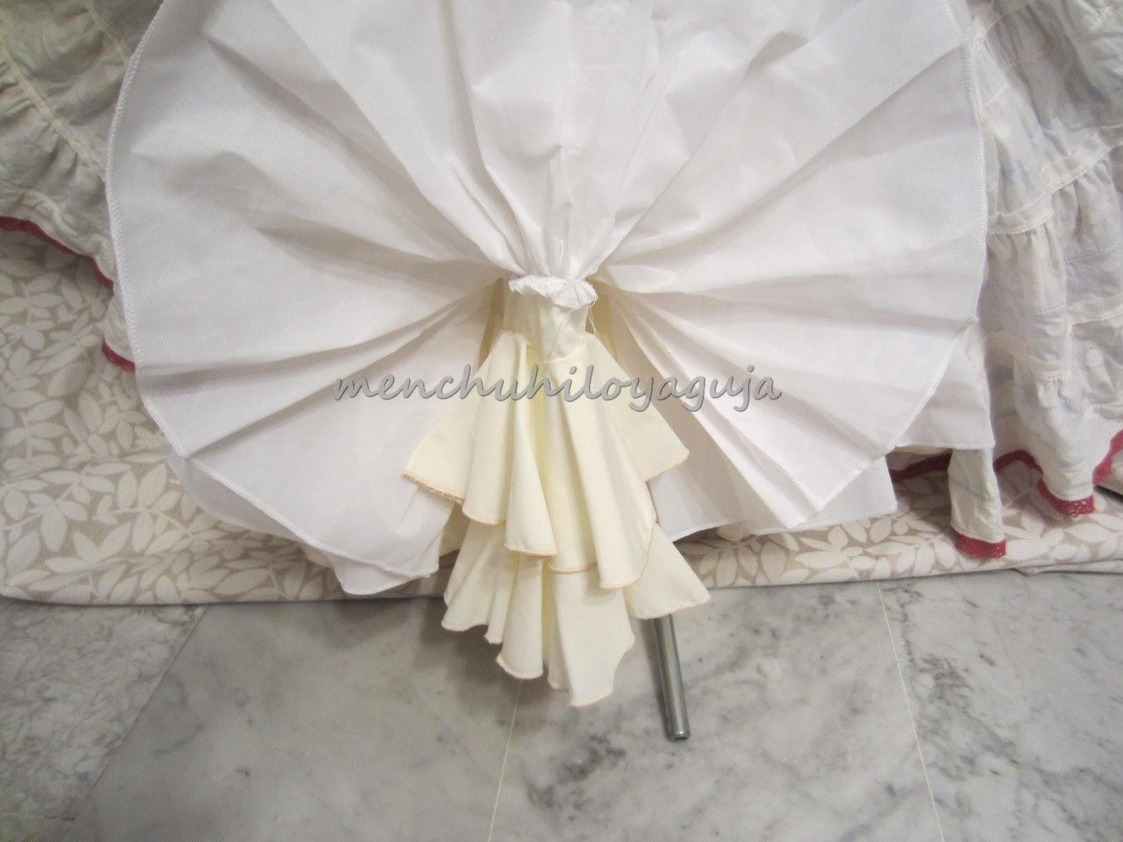 79a320a029 Y las mangas forradas por un volante de la tela del vestido y terminado con  un volante canastero.