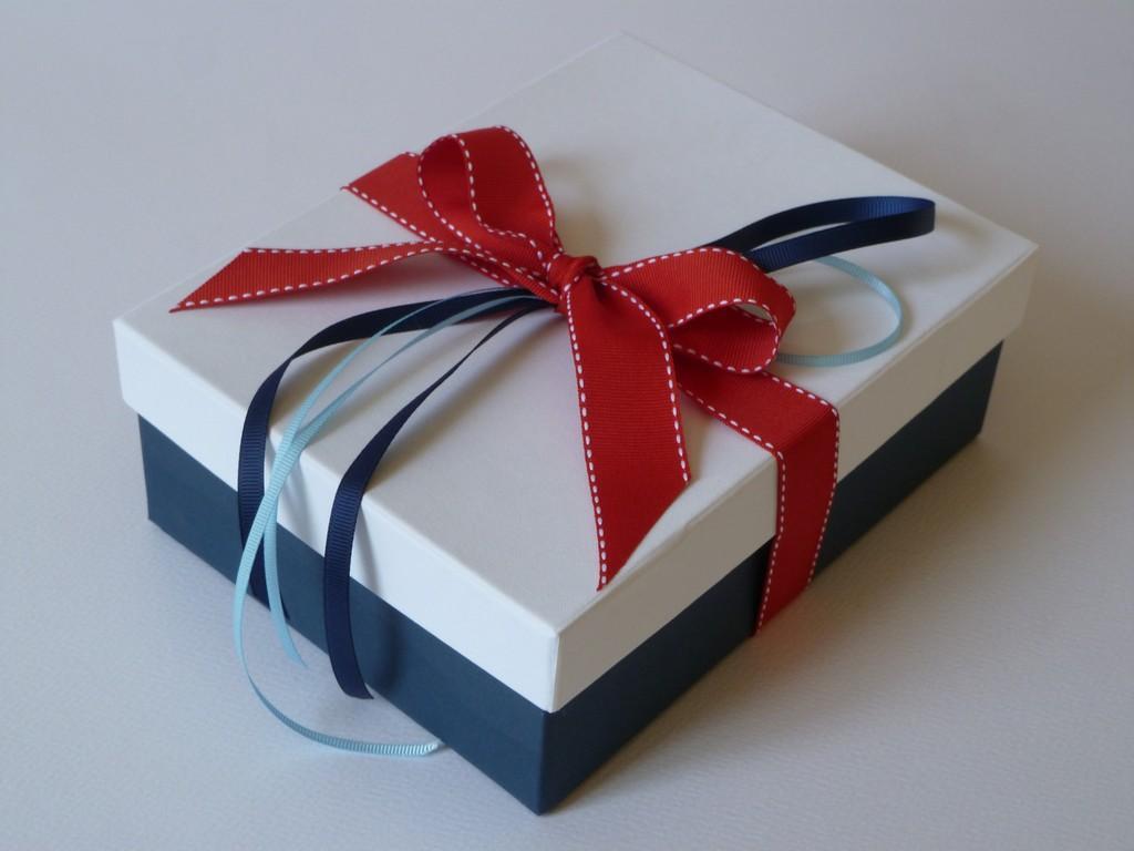 κουτί μαρτυρικών γαλάζιο κόκκινο μπλε