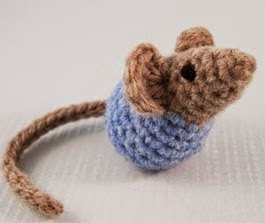 http://translate.google.es/translate?hl=es&sl=en&tl=es&u=http%3A%2F%2Flucyravenscar.blogspot.co.uk%2F2015%2F02%2Flittle-kissing-mice-free-amigurumi.html